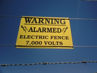 Electric Fence Signs To Prevent Trespassing And Avoid